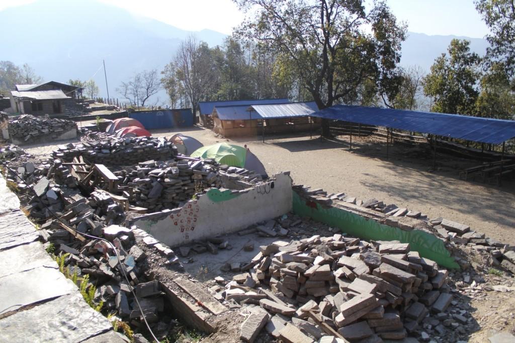 Ødelagt skole i Ree_UMN_liten