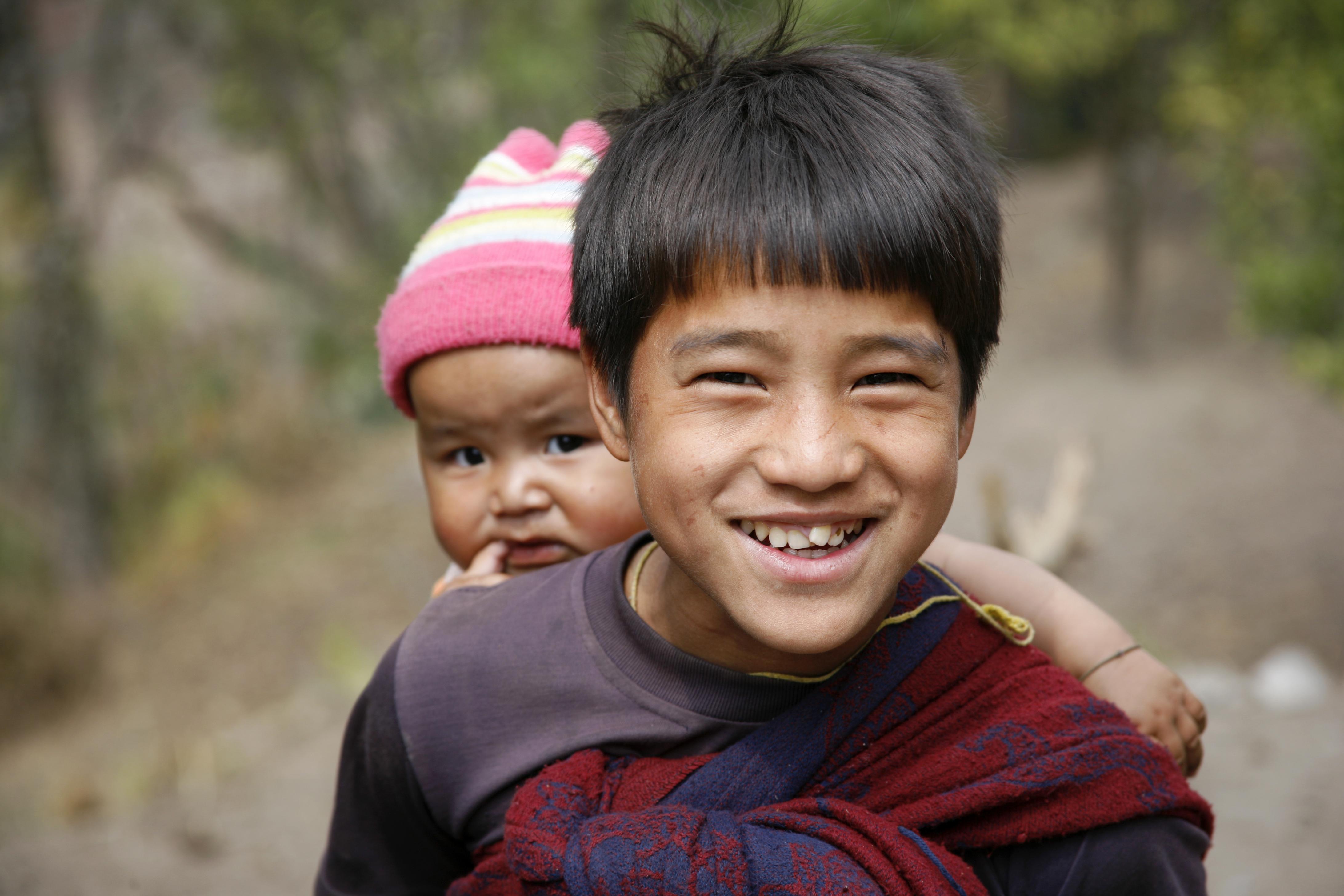 shutterstock_26345981_tibetanske_barn_i_annapurna_nepal